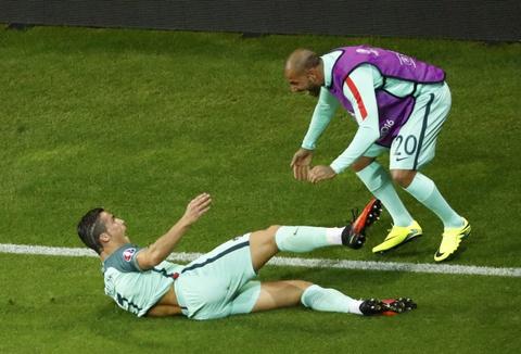 Ronaldo an mung phan khich khi vao chung ket Euro 2016 hinh anh 1