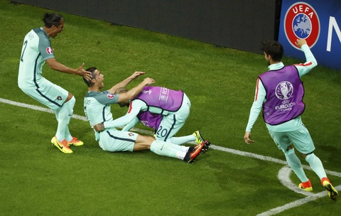 Ronaldo an mung phan khich khi vao chung ket Euro 2016 hinh anh 2