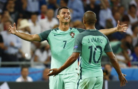 Ronaldo an mung phan khich khi vao chung ket Euro 2016 hinh anh 5