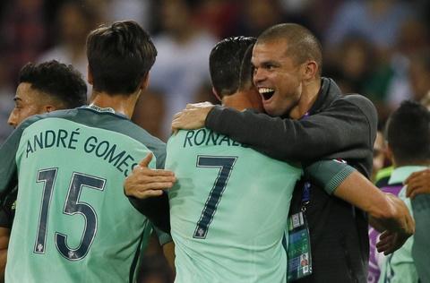Ronaldo an mung phan khich khi vao chung ket Euro 2016 hinh anh 10