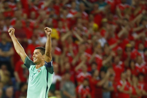 Ronaldo an mung phan khich khi vao chung ket Euro 2016 hinh anh 9