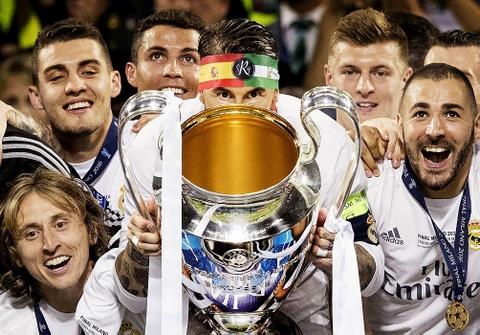 Ronaldo an ui Bale sau khi Wales bi loai o Euro 2016 hinh anh 10