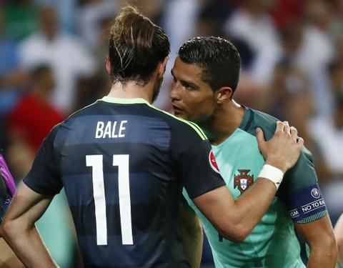 Ronaldo an ui Bale sau khi Wales bi loai o Euro 2016 hinh anh 1