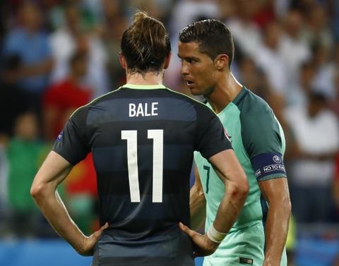 Ronaldo an ui Bale sau khi Wales bi loai o Euro 2016 hinh anh 2