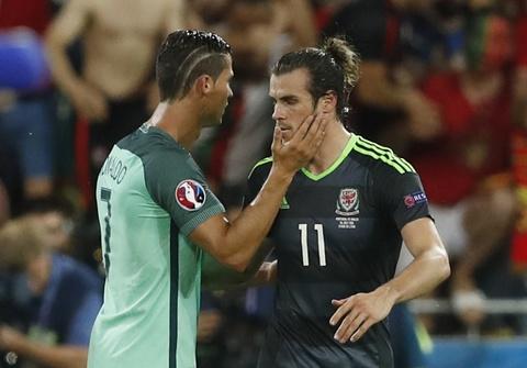 Ronaldo an ui Bale sau khi Wales bi loai o Euro 2016 hinh anh 3