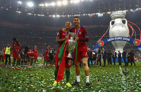 Ronaldo om hon Sir Alex sau chung ket Euro 2016 hinh anh 6
