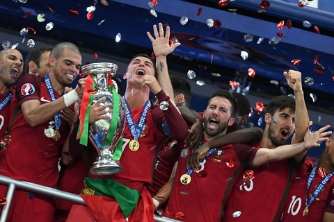 Ronaldo om hon Sir Alex sau chung ket Euro 2016 hinh anh 5