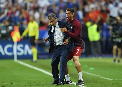 Ronaldo om hon Sir Alex sau chung ket Euro 2016 hinh anh 3