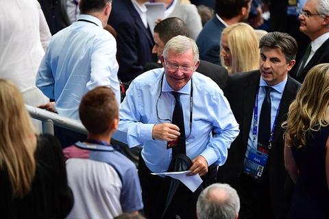 Ronaldo om hon Sir Alex sau chung ket Euro 2016 hinh anh 1