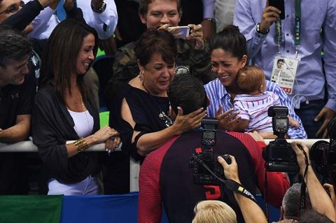 Nhung khoanh khac xuc dong cua Michael Phelps o Olympic 2016 hinh anh 2