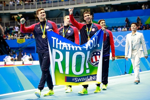 Nhung khoanh khac xuc dong cua Michael Phelps o Olympic 2016 hinh anh 11