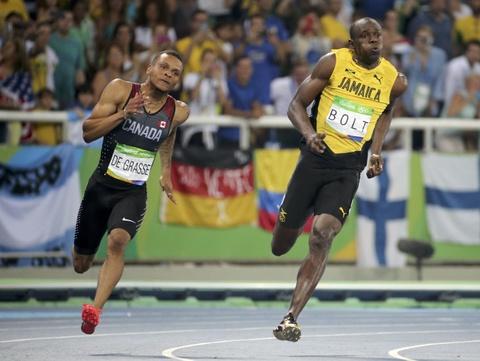 'Tia chop' Bolt tiep tuc cuoi doi thu khi ve nhat o Olympic hinh anh 3