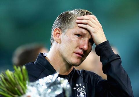 schweinsteiger khoc khi chia tay doi tuyen duc hinh anh