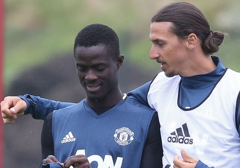 hau ve eric bailly gianh chien thang truoc ibrahimovic hinh anh