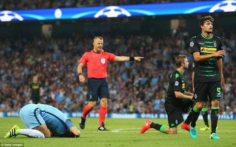 Aguero ghi 3 ban, Man City cua Guardiola ra quan hoan hao hinh anh 5