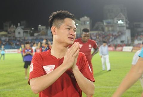 Cau thu Hai Phong khoc khi nhan HCB V.League 2016 hinh anh 2