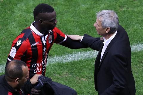 Balotelli sut hong penalty trong tran thang Lyon 2-0 hinh anh 8
