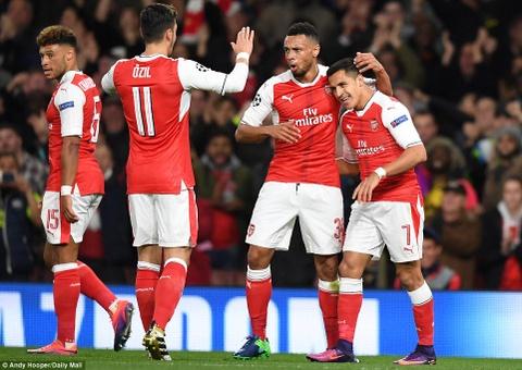 Oezil lap hat-trick, Arsenal len ngoi dau o Champions League hinh anh 4