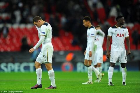 Doi cua Chicharito thang Tottenham o Champions League hinh anh 10
