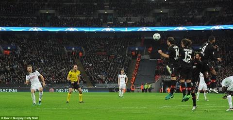 Doi cua Chicharito thang Tottenham o Champions League hinh anh 6