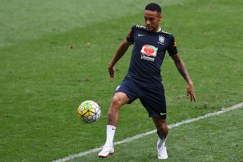 Neymar tro lai tap luyen sau khi sut tung luoi Argentina hinh anh 2