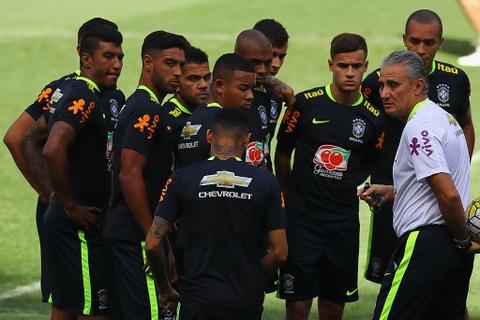 Neymar tro lai tap luyen sau khi sut tung luoi Argentina hinh anh 8