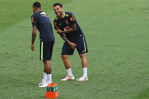 Neymar tro lai tap luyen sau khi sut tung luoi Argentina hinh anh 7