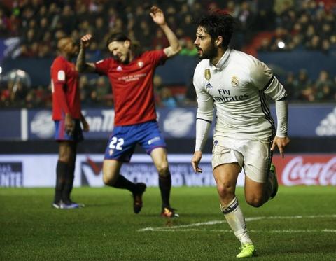 Ronaldo ghi ban giup Real duy tri loi the truoc Barca hinh anh 7