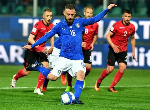 Buffon giu sach luoi trong tran thu 1000, Italy thang 2-0 hinh anh 6