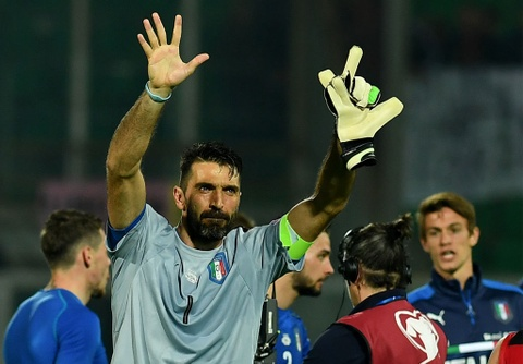 Buffon giu sach luoi trong tran thu 1000, Italy thang 2-0 hinh anh 2