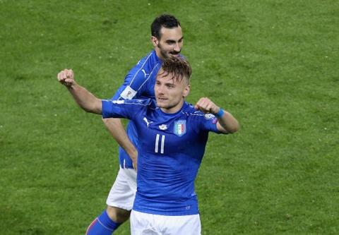 Buffon giu sach luoi trong tran thu 1000, Italy thang 2-0 hinh anh 8