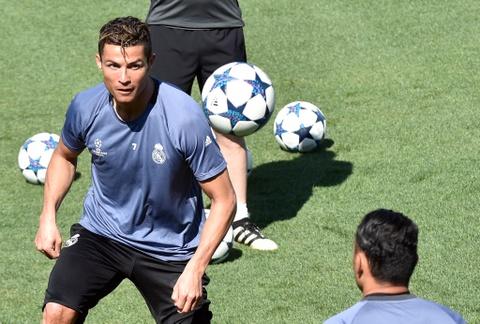 Ronaldo tro lai, san sang giup Real ha Bayern them lan nua hinh anh 1