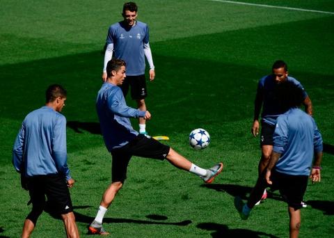 Ronaldo da bong ma dinh cao truoc khi doi dau Atletico hinh anh 2