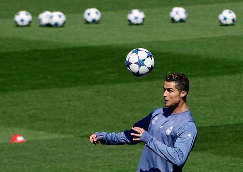 Ronaldo da bong ma dinh cao truoc khi doi dau Atletico hinh anh 4