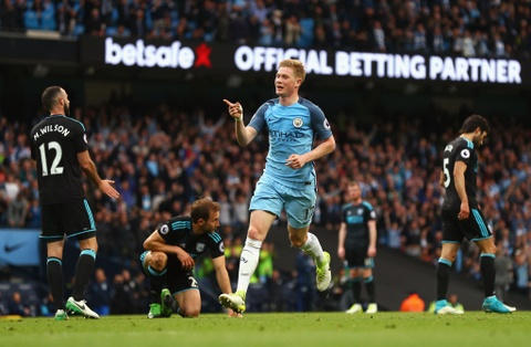 Man City dan diem trong cuoc dua gianh ve Champions League hinh anh 3