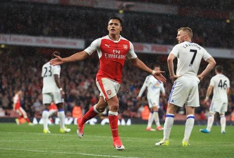 Sanchez giup Arsenal nuoi hy vong du Champions League hinh anh 6