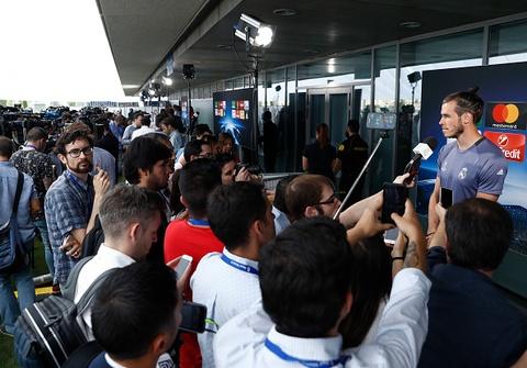 Hang tram phong vien vay thay tro huan luyen vien Zidane hinh anh 7
