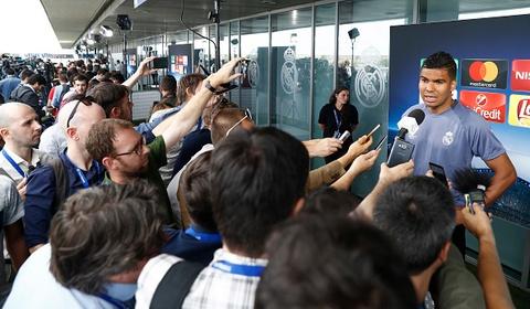 Hang tram phong vien vay thay tro huan luyen vien Zidane hinh anh 11