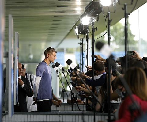 Hang tram phong vien vay thay tro huan luyen vien Zidane hinh anh 9