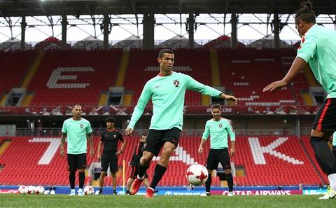 Ronaldo van vui ve du nhan thong bao hau toa hinh anh 6