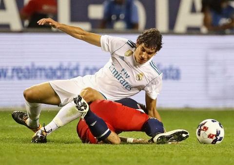 Doi hinh ngoi sao du bi ket hop Real va Barca hinh anh 3