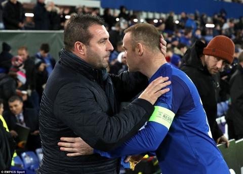 Rooney va dong doi thua 1-5, bi loai khoi Europa League hinh anh 1