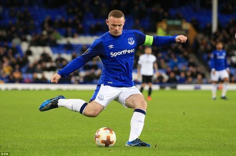 Rooney va dong doi thua 1-5, bi loai khoi Europa League hinh anh 2