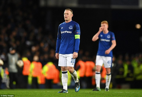 Rooney va dong doi thua 1-5, bi loai khoi Europa League hinh anh 9