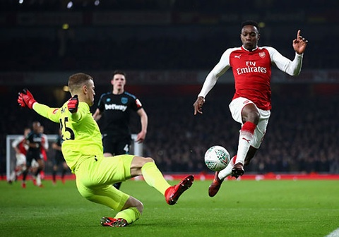 Welbeck ghi ban duy nhat, dua Arsenal vao ban ket League Cup hinh anh