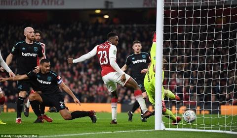Welbeck ghi ban duy nhat, dua Arsenal vao ban ket League Cup hinh anh 7