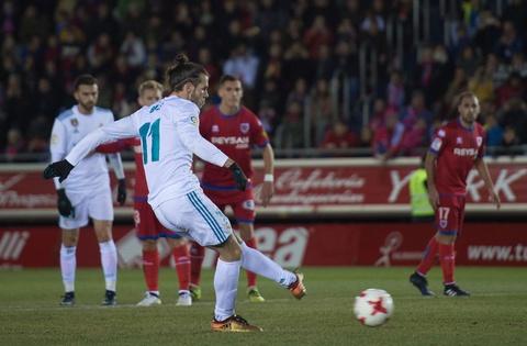 Bale va Isco sut 11 m ghi ban, Real mo dau nam 2018 bang chien thang hinh anh 3