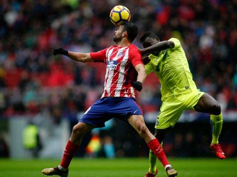 Diego Costa ghi ban va nhan the do trong tran Atletico thang 2-0 hinh anh 4