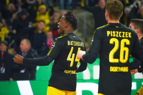 Roi Chelsea, Batshuayi ra mat Dortmund bang cu dup ban thang hinh anh 2
