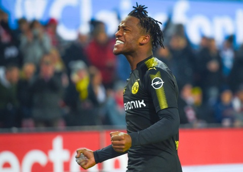 Roi Chelsea, Batshuayi ra mat Dortmund bang cu dup ban thang hinh anh 1